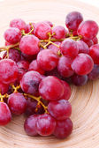 Image of red grape bunch in plate — Stock Photo