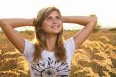 Beautiful girl enjoying nature in the field — Stock Photo