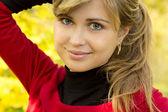 Autumn portrait of a beautiful girl — Stock Photo