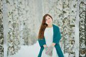 Woman in white dress in winter forest — Zdjęcie stockowe