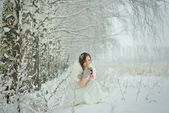 Woman drinking hot tea in winter forest — Stock Photo