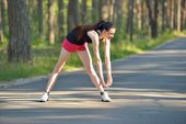 Woman doing sports stretching exercise — Stock fotografie