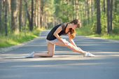 Frau sport dehnübung — Stockfoto