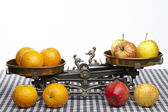 Compare apples to oranges — Stock Photo