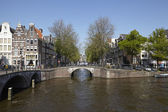 Amsterdam, Netherlands - Arch of bridges and old houses — Foto de Stock