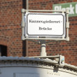 Hamburg (Germany) - Roadsign Kannengiesserort bridge — Stock Photo