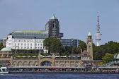 Hamburg (Germany) - Gangplanks and skyline — Stock Photo