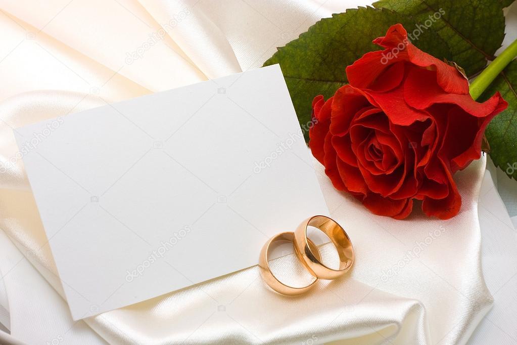 Anneaux de mariage, rose et carte — Photographie masintos ...