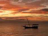 Barcos de pescadores que se encuentran alrededor de tanzania — Foto de Stock