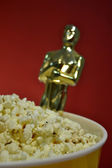 Oscar and popcorn — Stock Photo