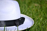 White hat on the grass — Stock Photo