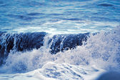 Breaking waves at sea — Stock Photo