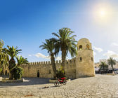 A large mosque in the town of Sousse in Tunisia against the back — Stock Photo