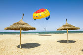 Parasailing on the beach of the Mediterranean in Tunisia — Stock Photo