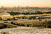Mosque of Caliph Omar (dome of the rock ) in Jerusalem at sunset. View from the mount of Olives. — Stock Photo