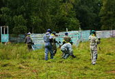 Paintball players go into battle — Stock Photo