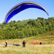 Paragliders are preparing to fly against the backdrop of the beautiful scenery — Stock Photo