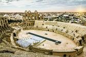 Roman amphitheatre in the city of El JEM in Tunisia at sunset — Stock Photo
