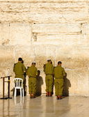 The soldiers of the Israeli army are praying at the Western Wall in Jerusalem — Stock Photo