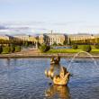 The fountain of Neptune in the top park ensemble Peterhof — Stock Photo