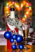 スパーク リング ワインとの背景にガラスの瓶、 — ストック写真