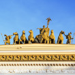 Sculpture on the Arch of the General staff building on Palace Sq — Stock Photo