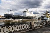 "Ice-breaker ""Mudyug""  moored to Lieutenant Schmidt embankment in — Стоковое фото"