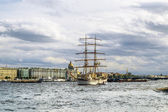 "Sailing vessel ""Tre Cronor"" in the waters of the Neva River in S — Stock Photo"