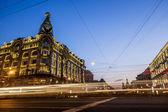 House Zinger on Nevsky Prospekt in St. Petersburg at night illum — Foto de Stock