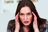 Mujer con migraña o tensión — Foto de Stock