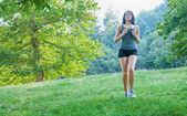 Female athlete running on park — Foto de Stock