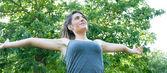 Beautiful happy girl on camaldoli park — Stock Photo