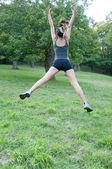 Beautiful athlete girl jump on Camaldoli park — Stock Photo