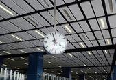 часы на вершине — Стоковое фото