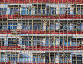 Traditional bamboo Scaffolding big project in front of modern office glass building in hong kong, Asian housing tech — Stockfoto