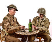 An English soldier and an American soldier playing cards — ストック写真