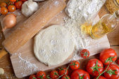 Fresh tomatoes and pizza dough — Foto Stock
