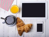 Breakfast and computer — Stock Photo