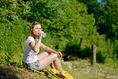 Pretty young woman is resting during a hike in the mountains — Stock Photo