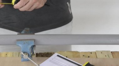 A plumber cut PVC pipe — Stock Video