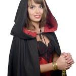 jolie fille, vêtue d'une cape noire pour halloween — Photo #51239219