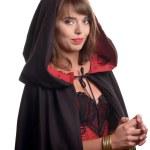 jolie fille, vêtue d'une cape noire pour halloween — Photo #51239471