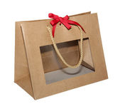 Kraft paper gift bag with a transparent window with a red bow on white background with rope handles 001 — Stock Photo