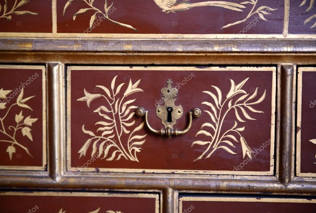 ancienne couronne de trou de serrure m tallique sur une. Black Bedroom Furniture Sets. Home Design Ideas