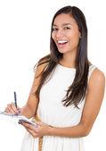 Een close-up portret van een mooie lachen secretaris of student, zakenvrouw holding een klembord en een pen — Stockfoto