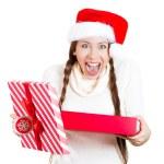 closeup retrato de uma jovem linda animado mulher usando chapéu de Papai Noel vermelho, abrindo a caixa de presente e fica super feliz com o que ela — Fotografia Stock  #36851809