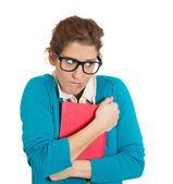 молодая женщина, держащая книгу — Стоковое фото