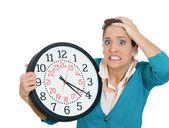 Kadın tutarak saati — Stok fotoğraf