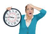 žena hospodářství hodiny — Stock fotografie