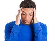 Adam kötü bir baş ağrısı olan — Stok fotoğraf